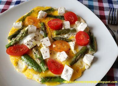 Moje                                                                       Kuchenne Rewelacje  : Omlet ze szparagami, fetą i pomidorkami