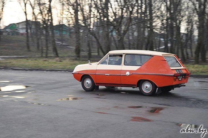 """Белорусский пенсионер колесит на самодельном автомобиле """"Фантазия"""""""