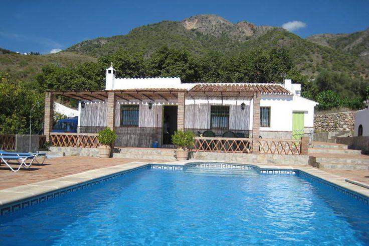Leuke vakantiewoning aan de Costa del Sol te huur aangeboden. Deze accommodatie is geschikt voor maximaal 6 personen en heeft de beschikking over een eigen zwembad. Dit vakantiehuis is gelegen in de plaats Frigiliana.