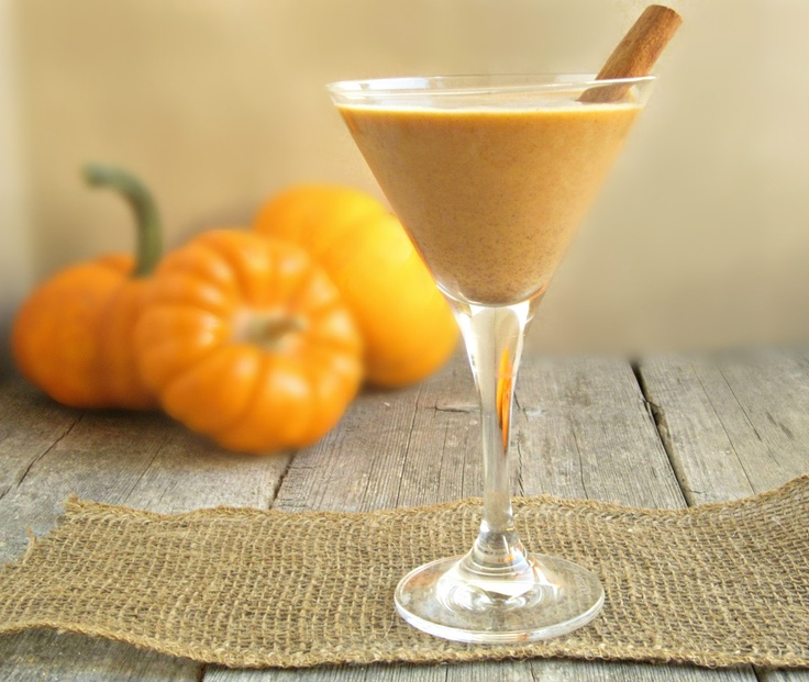 Pumpkin Pie Cocktail... wish I could be sipping on this *right now*