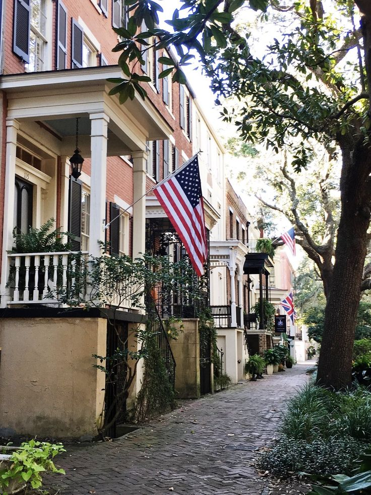 The best way to explore the streets of Savannah is by foot. Use these 3  self-guided walking tours of Savannah to create your own adventures around  the city based on what you're looking for!