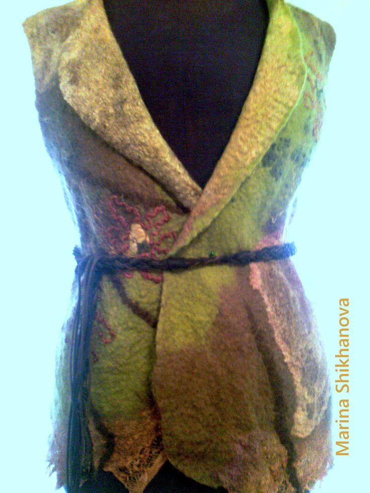 Жилет валяный Меринос.Шелк, Коконы и платки шелковые.Нити сари,