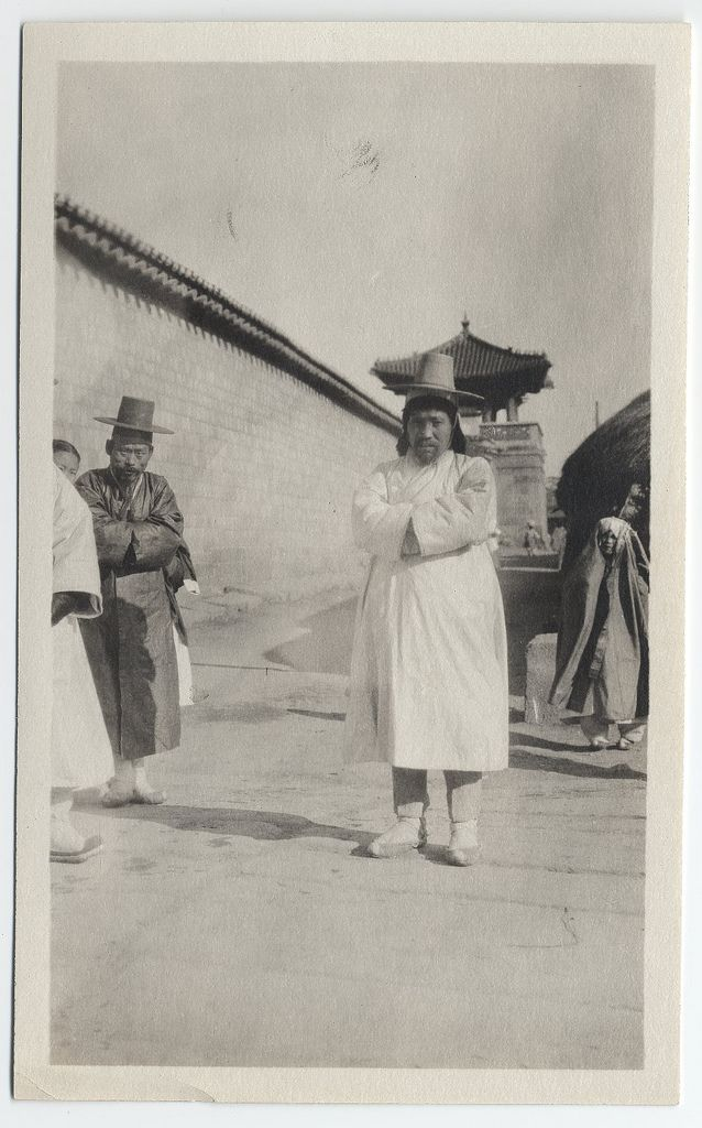[Korean officials on a cold day near palace grounds, Seoul.] Collection: Willard Dickerman Straight and Early U.S.-Korea Diplomatic Relations, Cornell University Library ca. 1904