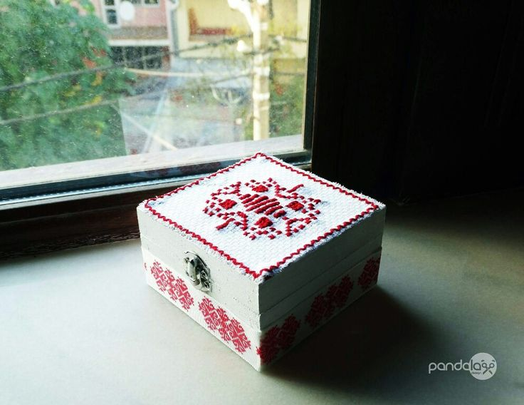 Jewelry box designed with romanian folkloric style - made by PandaLav Design