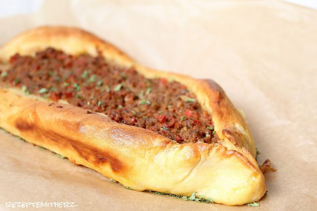 Rezepte mit Herz ♥: Pide - Türkische Teigschiffchen mit Hackfleisch ge...