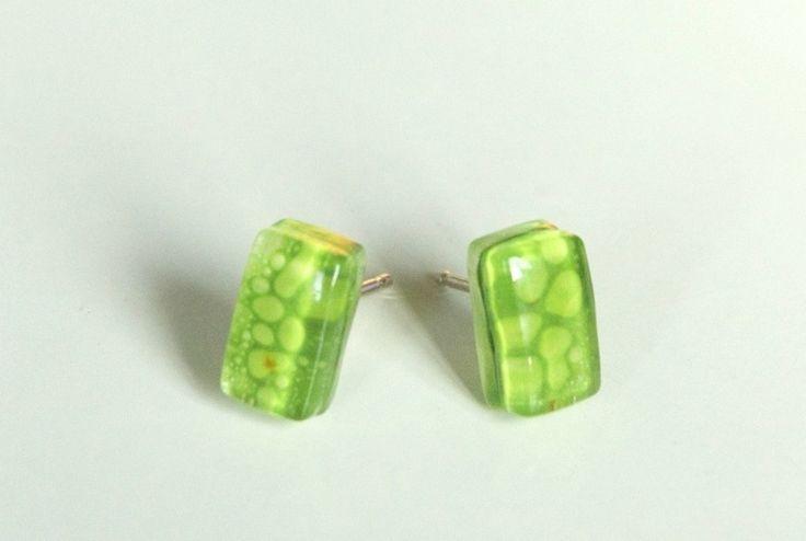 Mini grüne Ohrringe. Spikes Silber 925  von Viko vidrio auf DaWanda.com