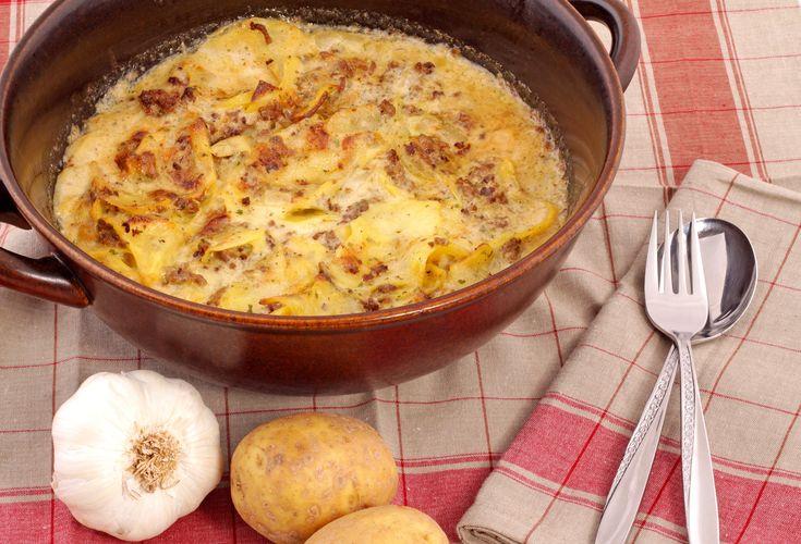 Diesen Low-Carb Auflauf mit Kartoffeln, Rinderhack und Champignons und viele weitere einfache Auflauf-Rezepte für Deinen kostenlosen Ernährungsplan findest Du auf Vitalkochen.