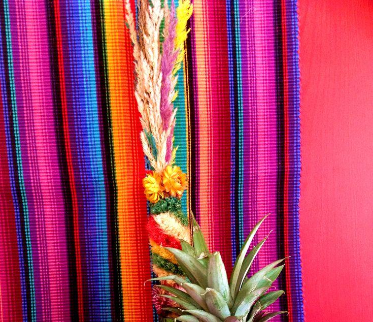 2 forelements pomysly na wielkanocne dekoracje swiateczny stol easter deoration ideas holiday table interior design bold saturated colors projektowanie kolorowy wystroj wnetrz boho etno
