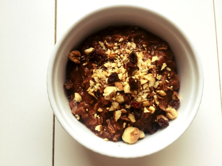 Gluten-free, vegan and delicious breakfast! Sugar-free gingerbread oatmeal!
