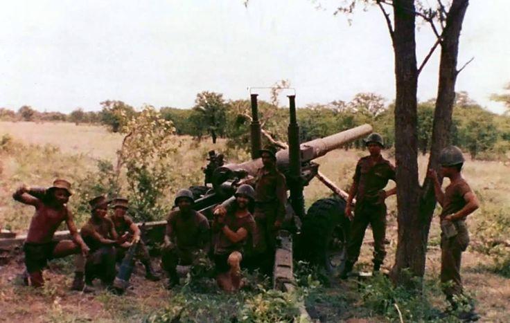 SADF crewmen with their 140mm field howitzer.