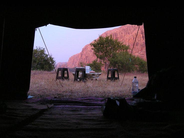 De l'intérieur de la tente Atlas marocain  Blog de voyage www.trace-ta-route.com http://www.trace-ta-route.com/maroc-randonnee-a-cheval/  #maroc #morocco #atlas #tent #bivouac