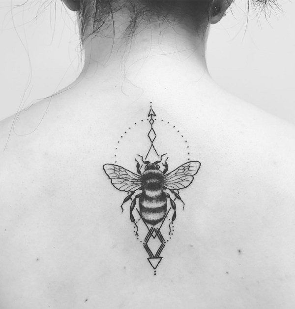 The Attractive Back Piece. This simple back piece with bee is definitely the attraction for someone.