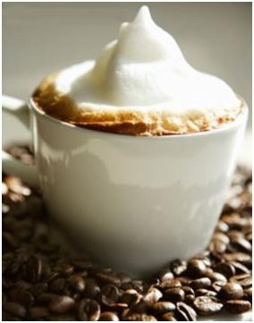 Capuccino: Un capuccino perfecto.  Con SAECO es realmente difícil preparar un capuccino que NO sea perfecto.  Ingredientes:  1/3 Café Express  1/3 de Leche Caliente  1/3 de Espuma  Y lo mejor..... ¡Con sólo apretar 1 botón lo prepara perfecto! Dejamos a tu gusto tomar la decisión más difícil de todo el proceso de preparación, si espolvorear sobre la abundante espuma un poco de canela o un poco de cacao que es como marca la verdadera tradición.