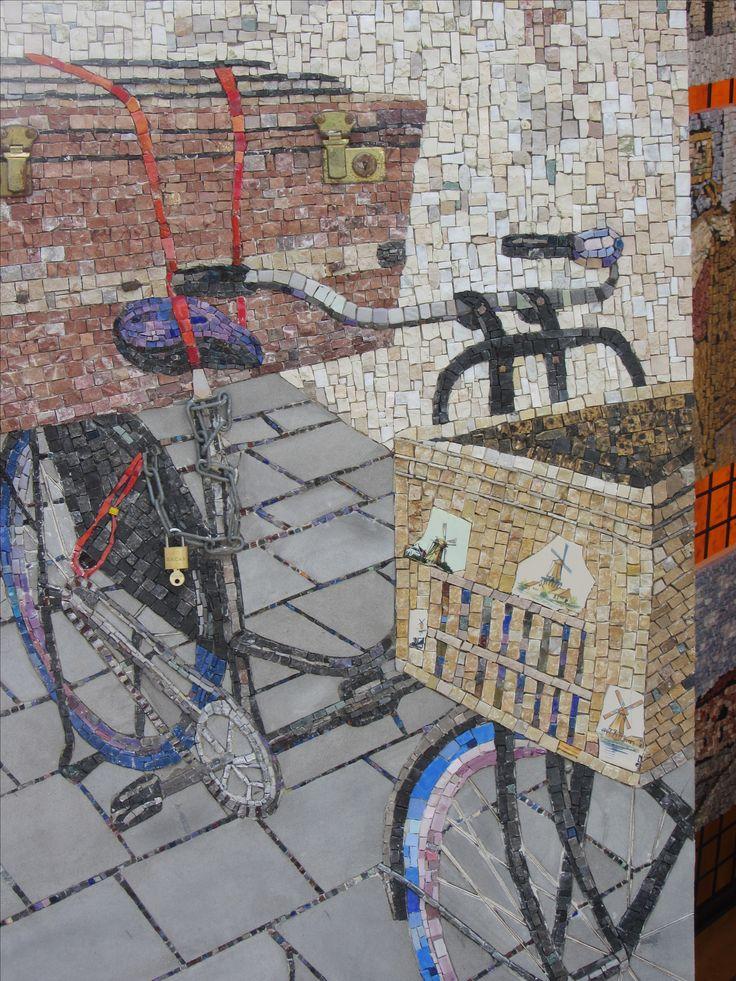 Marmarmozaiek Amsterdamse fiets . Gemaakt door Lily van Nunen