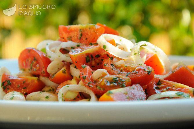 Fagioli e pomodori in insalata