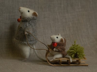 I just LOVE Natasha Fadeeva's Tiny needle felted Animals