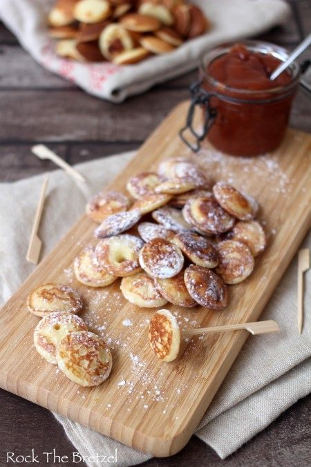 Poffertjes (crêpes néerlandaises) et beurre de pommes