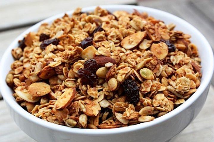 Prepare uma deliciosa granola caseira! Ingredientes 100g de gérmen de trigo 50g de farelo de trigo 350g de flocos...