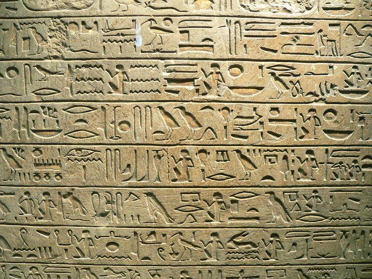A literatura do Antigo Egito foi escrita na língua egípcia