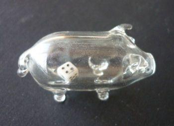 http://fmlkunst.home.xs4all.nl/glazenvarkens2/glas2.htm - glazen varkentje TE KOOP met wit dobbelsteentje  voor 6,95 euro