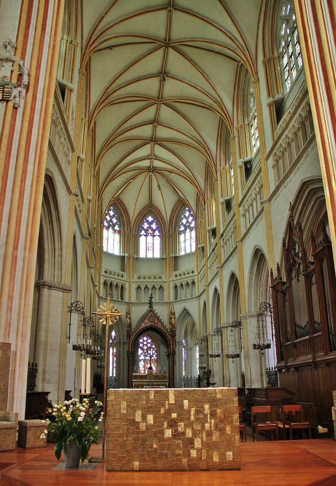 Abside de la catedral gótica de Quimper en Bretaña en Francia