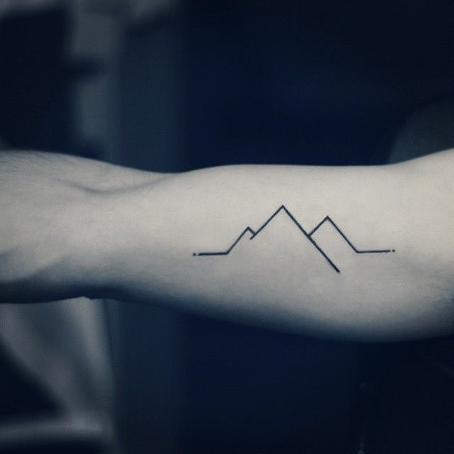 Mountain Minimal #tattoo #tattooartwork #tattoos #tattoominimal #tattoospecial #ink #tattooink #art #minimal #mountain #blackandwhite #snow