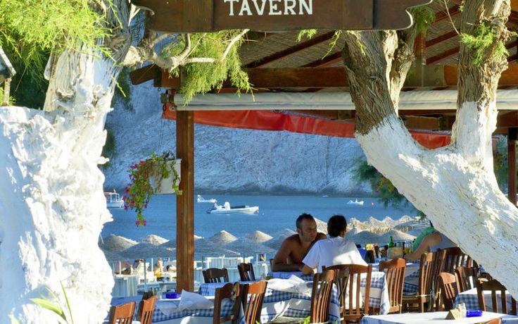 Hyggelige græske restauranter på Santorini. Se mere på www.apollorejser.dk/rejser/europa/graekenland/santorini