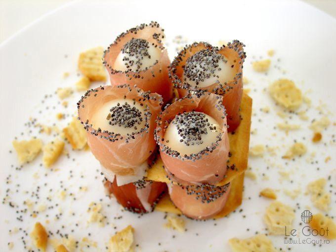 Oua de prepelita invelite in prosciutto cu mac (quail eggs in prosciutto with poppy seeds)