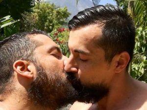 Dos hombres besándose: Respuesta de la comunidad gay al ataque en Orlando