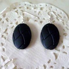 Boucles d'oreille fantaisie  perle ovale noire style cuir tressé@laboutiquedenath