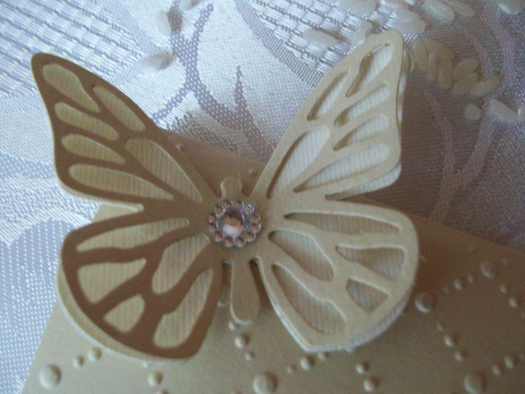 Partecipazione con pois a rilievo e farfalla 3D
