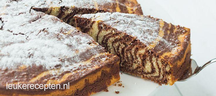 Deze choco combinatie cake is echt niet zo moeilijk als het lijkt, en ook nog eens super lekker en luchtig