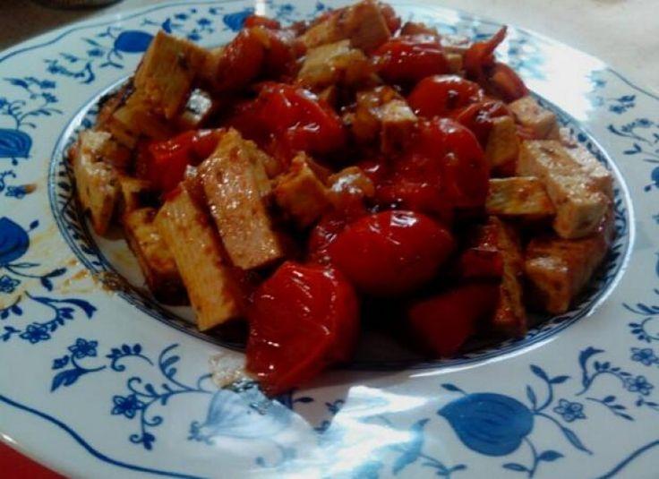 Tofu saltato con pomodorini