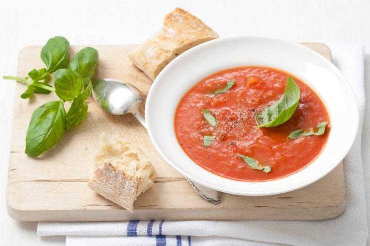 Kijk wat een lekker recept ik heb gevonden op Allerhande! Tomatensoep met verse basilicum