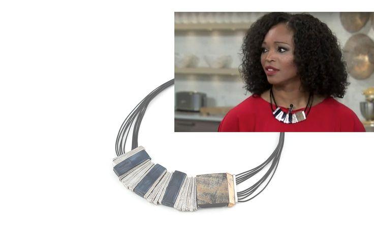 Cityline host Tracy Moore wearing Anne-Marie Chagnon jewelry. Prevo necklace in Midnight Blue  ===  L'animatrice canadienne Tracy Moore porte un bijou Anne-Marie Chagnon. Le collier Prevo en bleu nuit.