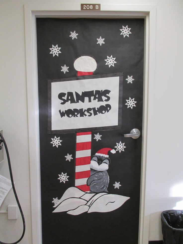 Santa 39 s workshop door decoration holiday door Cubicle bulletin board ideas