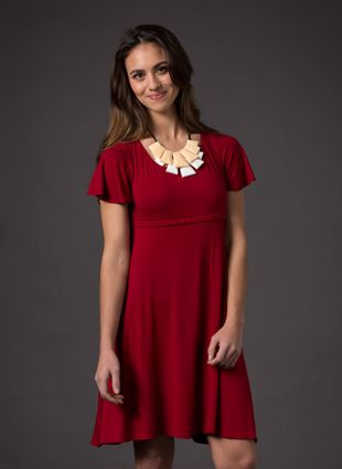 SHORT SLEEVE DRESS - Discreet breastfeeding is through our clever hidden zip that sits concealed in the empire waist, with a privacy layer underneath. The dress also has 2 pockets on either side for easy access to your keys and phone.