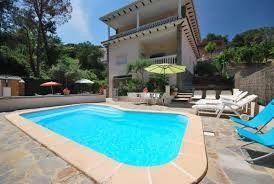 Villa espagnole cosy, totalement équipée pour 12 personnes avec piscine privée et plusieurs terrasses sur la Costa Brava.