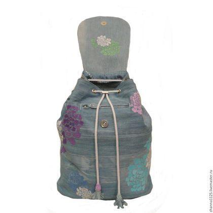 Купить или заказать Джинсовый рюкзак 'Райские цветы' с вышивкой голубой в интернет-магазине на Ярмарке Мастеров. Романтичный и женственный джинсовый рюкзак с вышивкой. Рюкзак украшен цветочной вышивкой с эффектом 3D.Цветочная вышивка выполнена в насыщенных цветах-голубого, сиреневого, белого, салатового, бирюзового. Рюкзак очень вместительный, он универсален, подойдет как девочке, девушке, так и взрослой женщине. Идеален для прогулок, его можно взять в путешествие, на экскурсию, в маг...