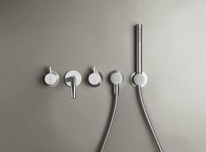 Bathroom according to Piet Boon | Piet Boon designkranen | Piet Boon® by COCOON | moderne rvs badkamerkranen ontworpen door Piet Boon voor het design merk COCOON | badkamerdesign | minimalistische badkamer | bathroom design | stainless steel bathroom taps