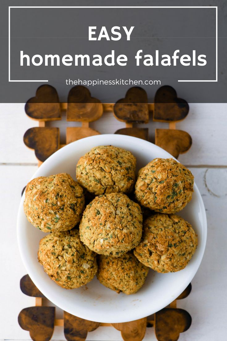 Super easy homemade falafels that are baked, not fried. They're also gluten-free, vegan, and packed with protein. These flavourful chickpea balls are perfect for meal prep! | thehappinesskitchen.com