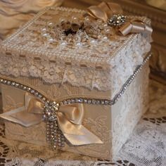 Elegante boite a mouchoirs decor shabby chic perles strass et dentelle