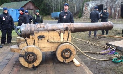 Vasa ship cannon blasted in Sweden.  A replica of one of the cannons present on Stockholm's iconic Vasa warship when it sank in 1628 is being tested for the first time in central Sweden.