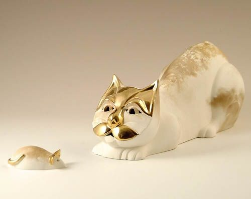 Cat & Mouse :: Pauline Pelletier, a ceramist by trade, works out of her workshop located in Old Cap-Rouge in Quebec City. She has been working clay for over forty years with ardor, pleasure and a constant councern with excellence. Her animals are in ceramic of Faïence with golden aplliques in real gold.