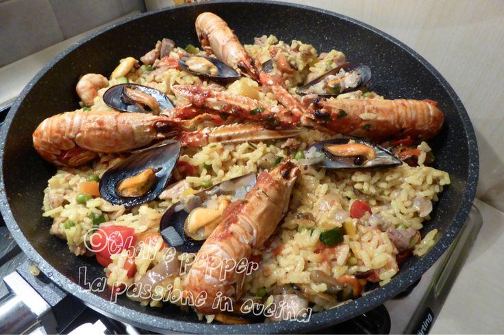 La paella mista a modo mio è un piatto ricco di ingredienti, gustoso e saporito, un po' lungo da fare ma non difficile. La sua bontà vi ripagherà della fatica fatta.
