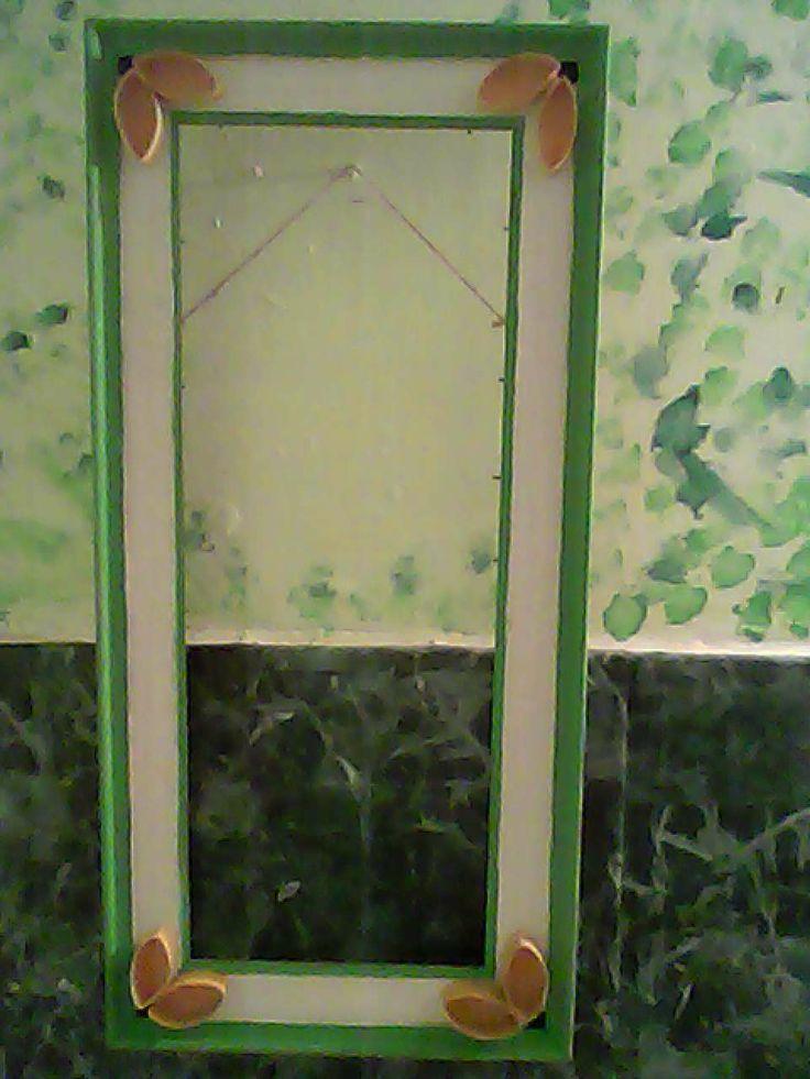 Marco restaurado de cuadro viejo, listo para ser usado como marco del espejo de mi baño