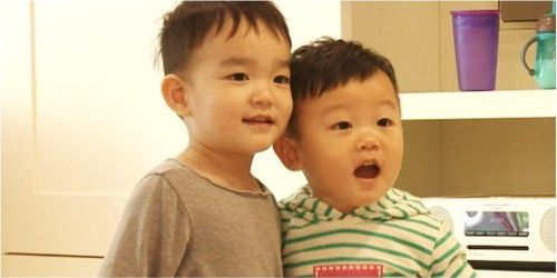 "Da Eul and Daebak forge a close friendship! The upcoming May 8 episode of the popular KBS variety show ""The Return of Superman"" is titled ""Daddy Needs Daddy Too."" On this episode, Lee Dong Gook's son Daebak goes to visit Lee Beom Soo and the ""SoDa"" siblings, where he becomes fast f..."