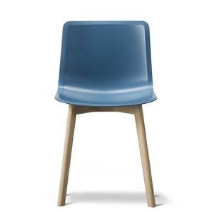 CASANOVA Møbler — Fredericia - Pato Stol Wood base (Model 4225) - blue