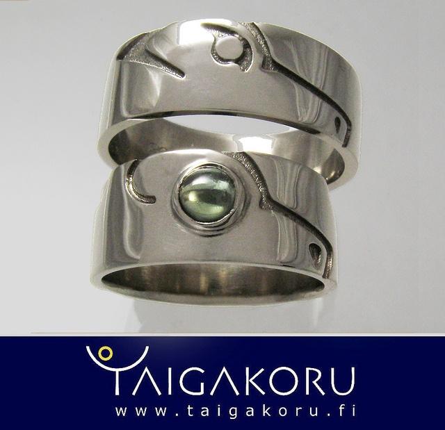 KVS82 Vihkisormukset, valkokulta, safiiri, karhu, susi. Wedding ring, white gold, sapphire, bear, wolf. www.taigakoru.fi by TAIGAKORU, via Flickr