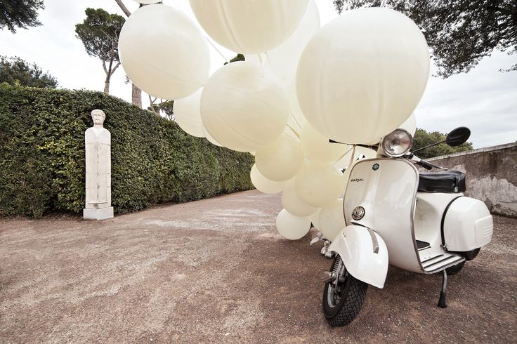 White #balloons and a #vintagevespa to welcome your #guests ...Ready for a #shooting tour in the heart of the #eternalcity